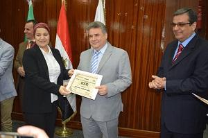 أداب بنها تحصل على أفضل مكتبة رقمية على مستوى مصر
