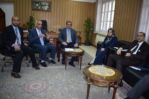 نائب رئيس جامعة بنها يستقبل وفد عراقي لبحث تدعيم العلاقات وزيادة الطلاب الوافدين