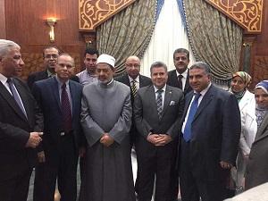 L'Université de Banha est la première Université égyptienne dans sa visite au premier grand imam d'Al-Azhar d'Egypte où il remercie l'Université de Benha pour son soutien pour Al-Azhar dans son message pour maintenir l'Islam.