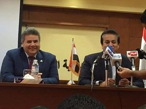 وزير التعليم العالي يشيد بأداء مستشفيات جامعة بنها