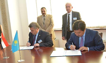 La signature d'un protocole d'accord et de coopération conjointe pour les relations internationales entre l'Université de Banha et l'Université nationale de Al-Farabi au Kazakhstan.