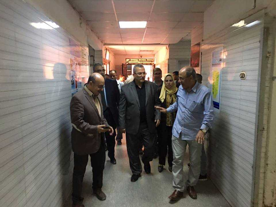 The dean of the faculty of medicine inspects the university hospitals