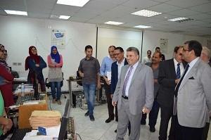 Lors de sa visite au Centre des systèmes d'informations administratives : le professeur Elsayed Elkaddi soutient le Centre avec toutes les possibilités.