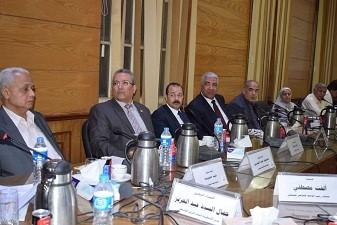 Lors de la réunion du Conseil des Doyens des facultés de l'Université de Banha : le professeur Elsayed Elkaddi demande la création d'un centre de livre universitaire dans toutes les facultés.