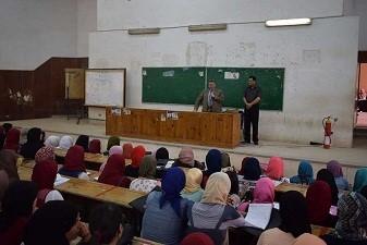 Dans sa visite à la faculté des lettres de Banha, le professeur Elkaddi rassure sur le progrès du processus éducatif et la régularité des activités des étudiants