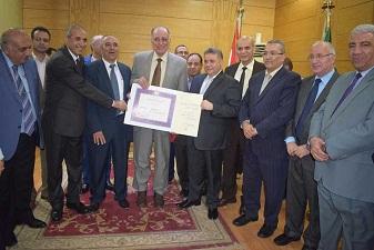 مجلس جامعة بنها يهنئ حسب النبى بجائزة الدولة التقديرية