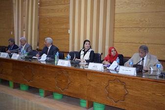 القاضي يطالب بالإستفادة من الحرفيين لإحياء الحرف والصناعات التقليدية في القري