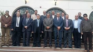 القاضى وقيادات جامعة بنها يحررون التوكيلات للرئيس السيسى