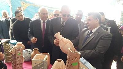 القاضي وعشماوي يفتتحان معرض منتجات جامعة بنها