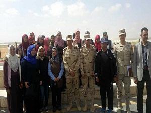 تفعيلاً لمبادرة تعريف الشباب بإنجازات الدولة المصرية : طلاب زراعة بنها يزورون مشروع الـ 100 الف صوبة زراعية