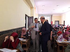 نائب رئيس جامعة بنها يتفقد امتحانات كلية الزراعة