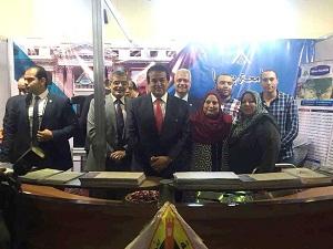 عبد الغفار يتفقد جناح جامعة بنها بمعرض التعليم العالي ويشيد بمشروعات الطلاب