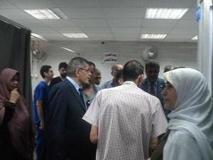 رئيس جامعة بنها يطمئن علي الطلاب المصابين في حادثة بنها أمس