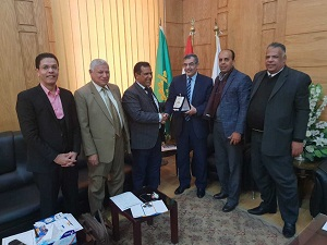 رئيس جامعة بنها يبحث سبل التعاون مع نائب رئيس جامعة بني وليد الليبية