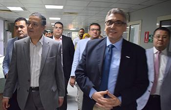فى ثانى أيام العيد .. رئيس جامعة بنها يتفقد المستشفى الجامعى للإطمئنان على الخدمة الصحية