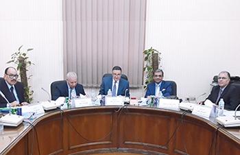 رئيس جامعة بنها يترأس لجنة اختيار عميدي كليتى الآداب والتجارة