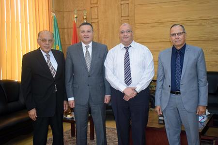 رئيس جامعة بنها يستقبل فريق منظومة الجودة الإدارية