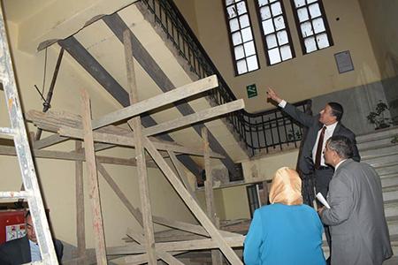 «السعيد» يتفقد أعمال صيانة السلم الرئيسي بإدارة جامعة بنها وينفى سقوطه