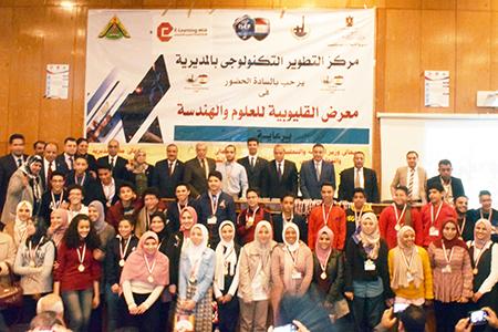 محافظ القليوبية ورئيس جامعة بنها يكرمان الطلاب الفائزين بمعرض العلوم والهندسة