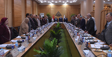 مجلس جامعة بنها يبدأ جلسته بالوقوف دقيقة حداد على وفاة الرئيس الأسبق حسني مبارك