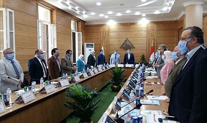 مجلس جامعة بنها يبدأ جلسته بالوقوف دقيقة حداد على روح الشهيد محمد الحوفي