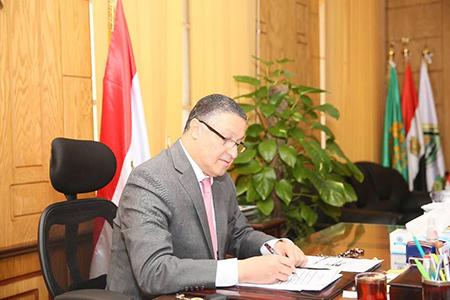 قيادات جامعة بنها تتبرع بـ 20 % من مكافآتهم لصندوق تحيا مصر