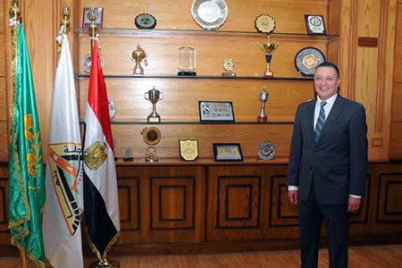 رئيس جامعة بنها يهنىء الرئيس السيسى بعيد العمال