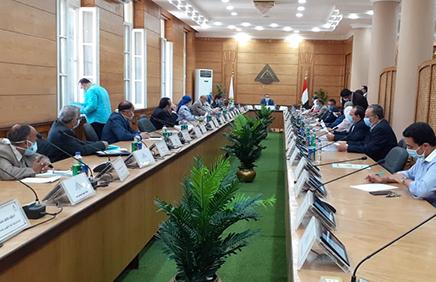 في جلسة طارئة: مجلس جامعة بنها يناقش استعداد الامتحانات والإجراءات الاحترازية لمواجهة كورونا
