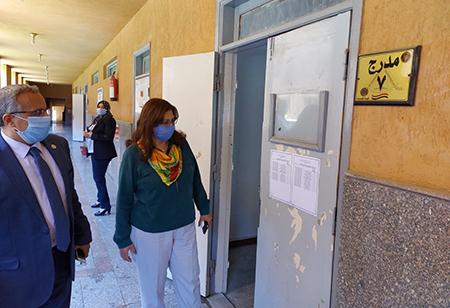 في جولات موسعة: نائب رئيس جامعة بنها لشؤون خدمة المجتمع تتفقد استعدادات الكليات للامتحانات