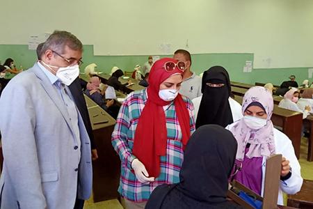 «المغربى» يتفقد سير الإمتحانات بحقوق بنها