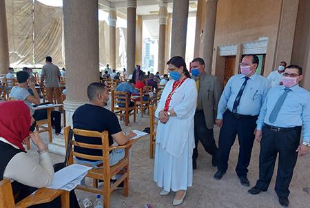 نائب رئيس جامعة بنها لشئون خدمة المجتمع تتفقد الامتحانات بكلية الحقوق وتشيد بانتظام اللجان