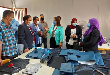 راندا مصطفى تتفقد مركز الخدمة العامة لإنتاج وتسويق منتجات التربية النوعية وتؤكد على الإهتمام بالمشروعات الصغيرة