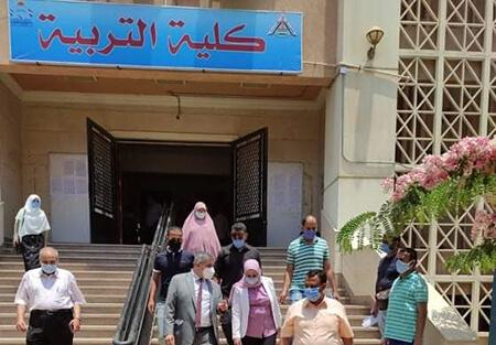 نائب رئيس جامعة بنها لشئون التعليم يتفقد امتحانات الفرق النهائية بكلية التربية
